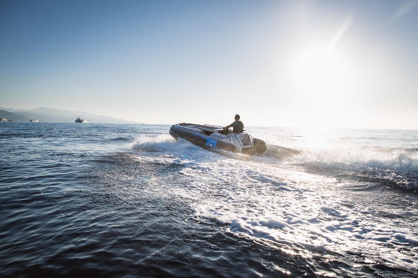 电动喷射式橡皮艇:法国埃文Avon eJET 450,一眼就爱上了