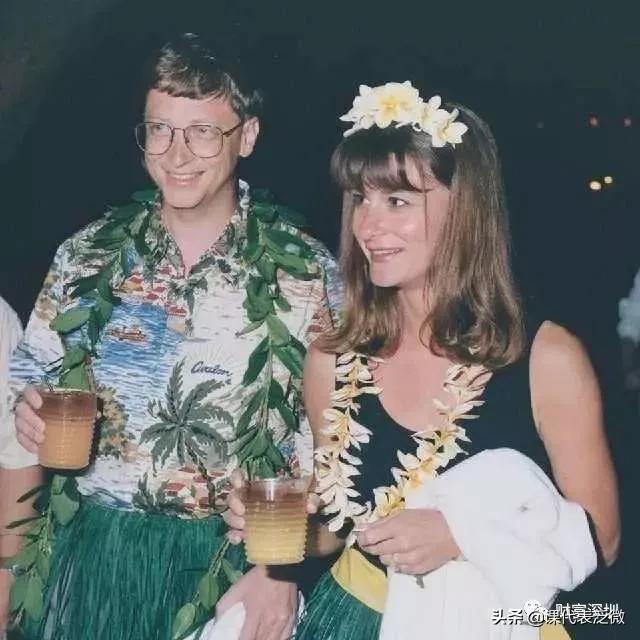 比尔盖茨官宣离婚,曾密恋大9岁女总裁,婚内出轨为情人损失560亿