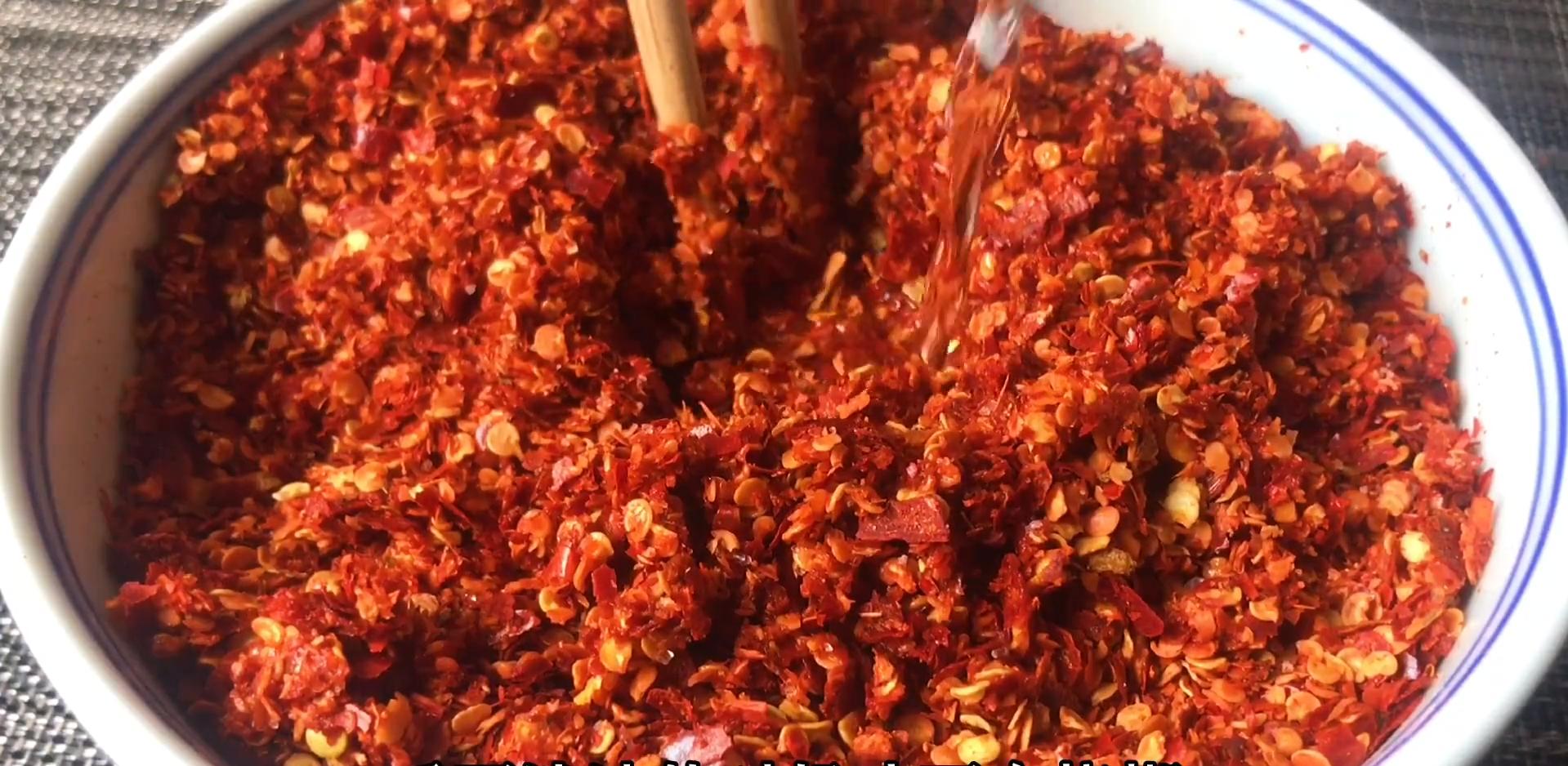 辣椒油怎么做才香?经典秘制配方,详细步骤教给你,拌什么都香 美食做法 第4张