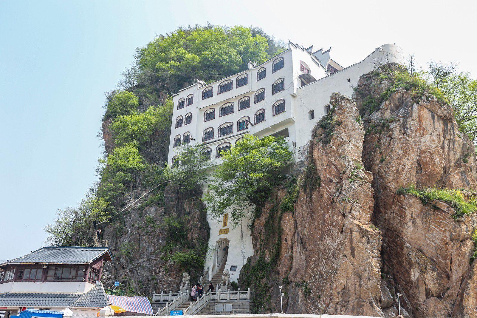 Kota terbesar di Anhui, telah menjadi ibu kota provinsi selama 282 tahun, dan berasal dari kata