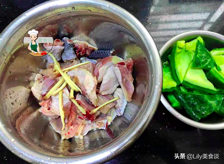 夏天這肉多給孩子吃,切塊和苦瓜一起燜,好鮮美啊,營養還不上火