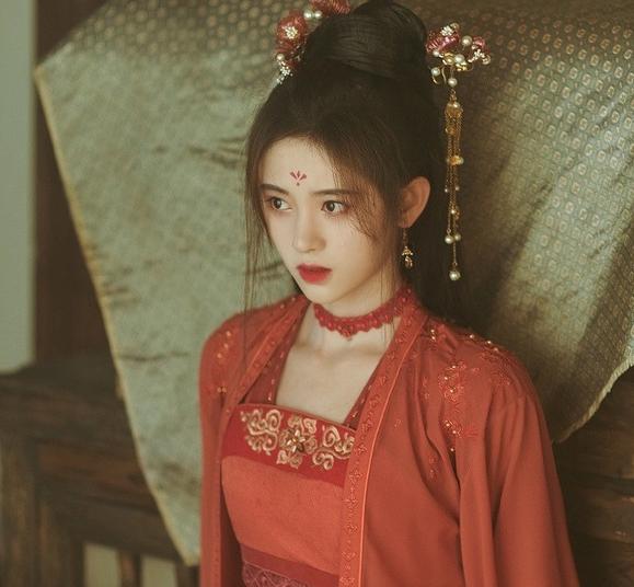 """鞠婧祎新剧《慕南枝》再遭嘲讽,""""韩式半永久妆""""是纹脸上了?"""