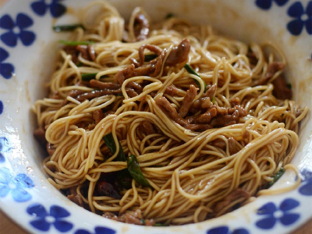 葱油拌面这样做,比黄磊老师做得还好吃,简单又营养,越吃越香 美食做法 第2张