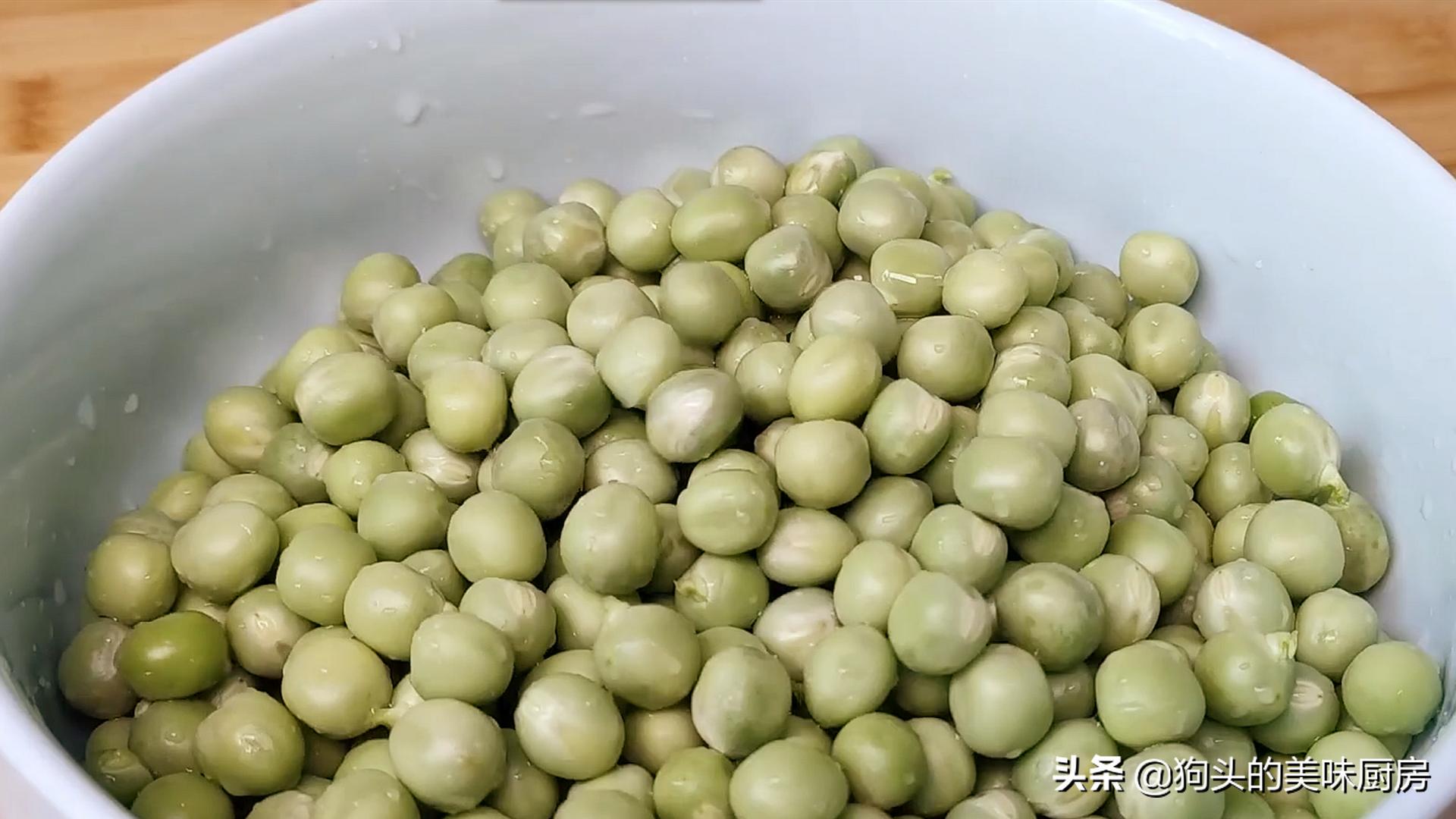 豌豆不要炒着吃了,加两个鸡蛋,比吃肉还香,上桌就抢光 美食做法 第4张