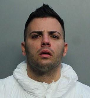 美国男子因一罐橙汁对母亲不满,竟掏枪连开6枪,母亲当场惨死