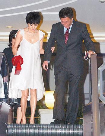他是富士康创始人,曾和林志玲、刘嘉玲暧昧,今二婚娶小24岁娇妻