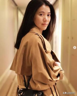 49岁袁咏仪分享靓照素颜披发很温柔