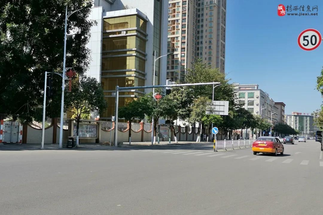 揭西县城又一个路口新增了红绿灯设施