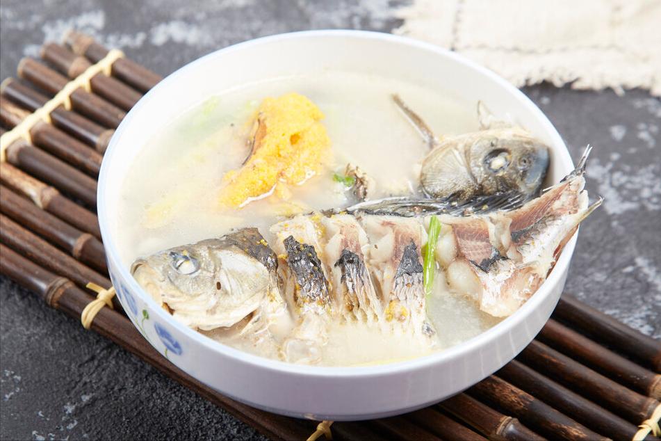 爱喝鱼汤要注意,要想鱼汤鲜美奶白,不能直接下锅,切记以下2点
