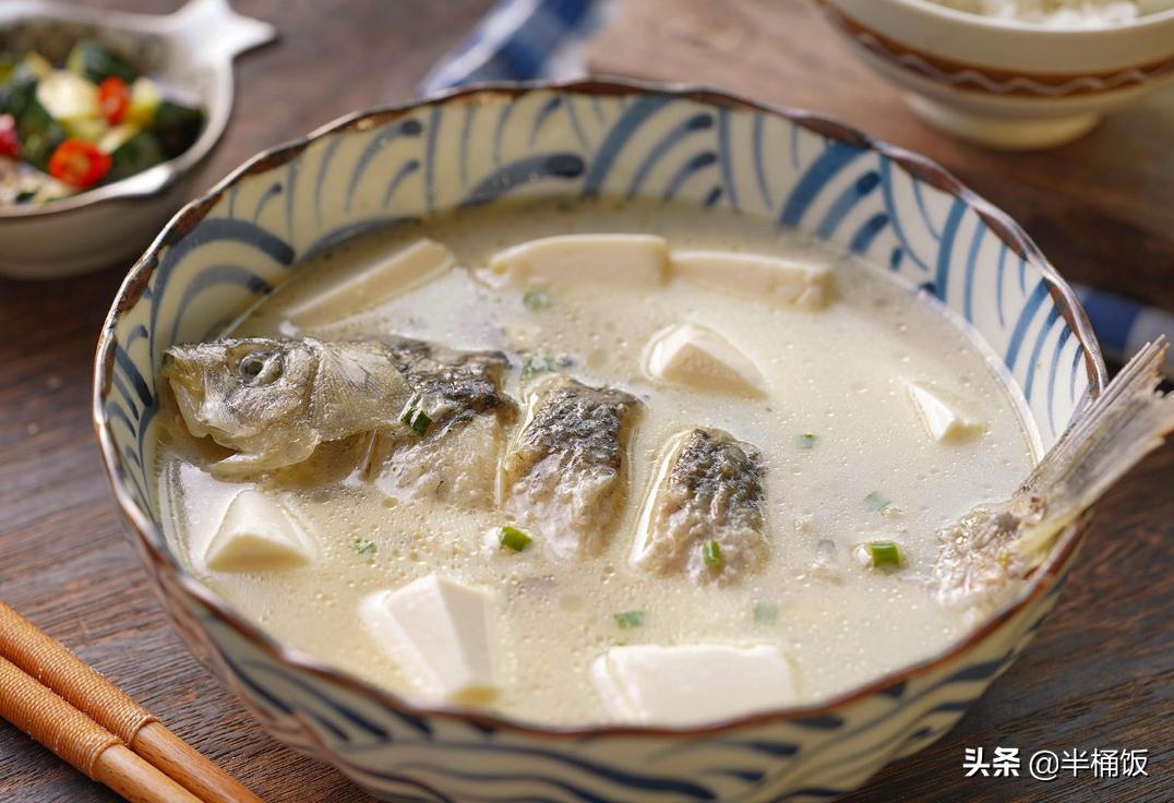 甭管熬啥鱼汤,不要直接加水煮,掌握这3点,鱼汤奶白鲜香没腥味 美食做法 第8张