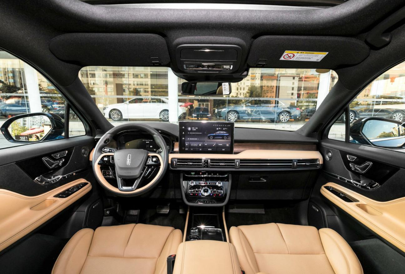 20万出头的豪华SUV,凯迪拉克XT4/林肯冒险家都可入手,要的就是气派