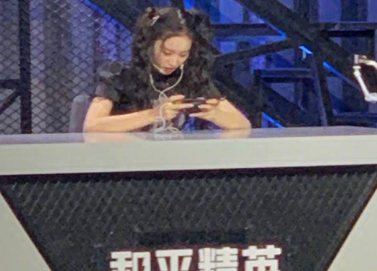 陈卓璇录综艺传路透,同台嘉宾还有徐艺洋,两人玩游戏状态差别大