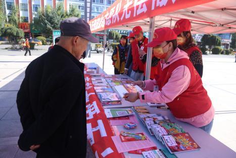 扎兰屯市无偿献血志愿队爱心义卖活动献真情