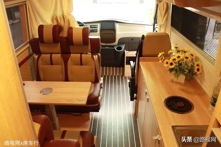 十多万的价格,你没有看错,阳光尚游五菱J5房车就是如此亲民