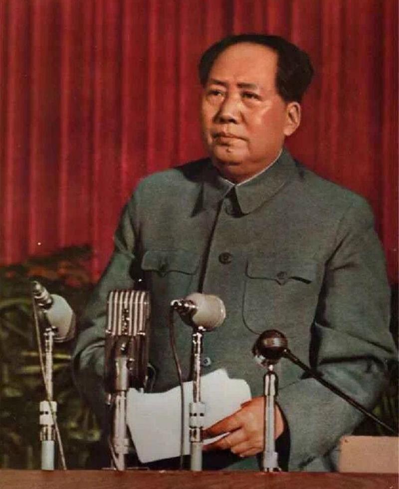 毛主席1959年宴请乡亲,未见堂弟主席连发三问,当地干部:他是富农