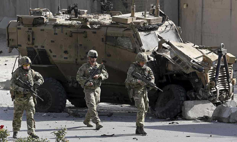 淩晨1點,美軍基地遭遇突襲,數百名美軍士兵的營區外劇烈爆炸
