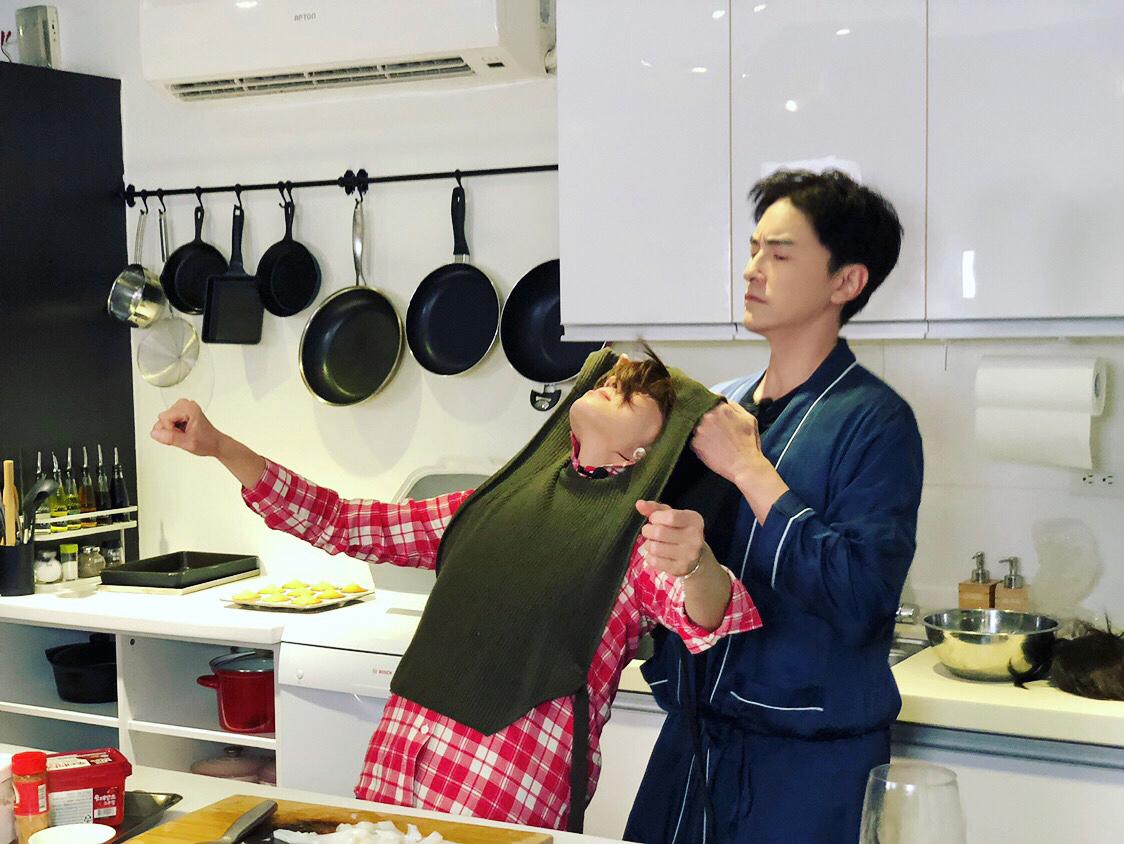 不专业厨房遭遇局面失控,郑元畅Ella丢掉食谱自由发挥