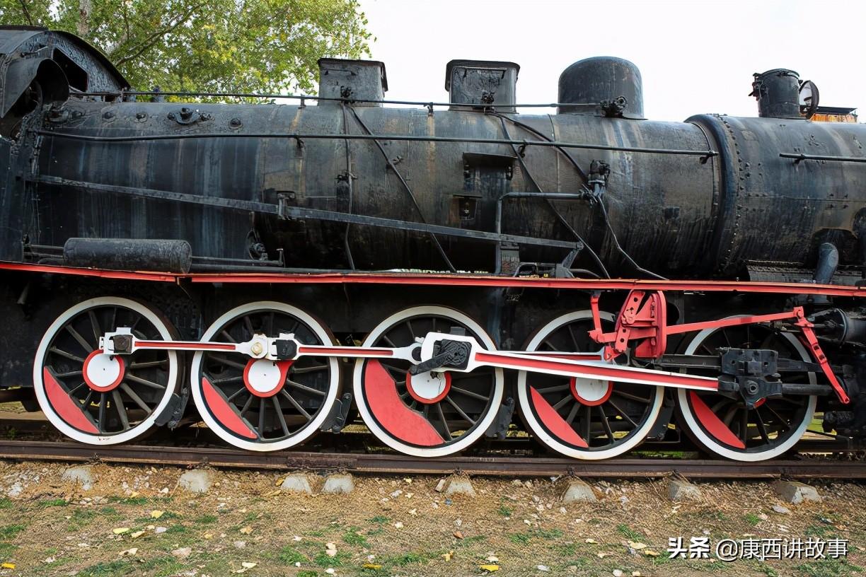牡丹江火车站广场的观光火车头,再现了中国蒸汽机车发展的历史