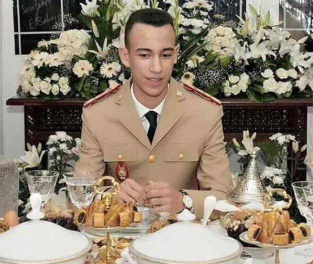 17岁摩洛哥王子火了!遗传萨尔玛王妃美貌,扑克脸贵族范儿十足