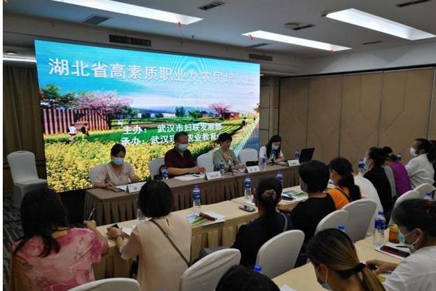 """武汉62名农村""""女当家""""齐聚课堂,进行集体""""充电""""。"""