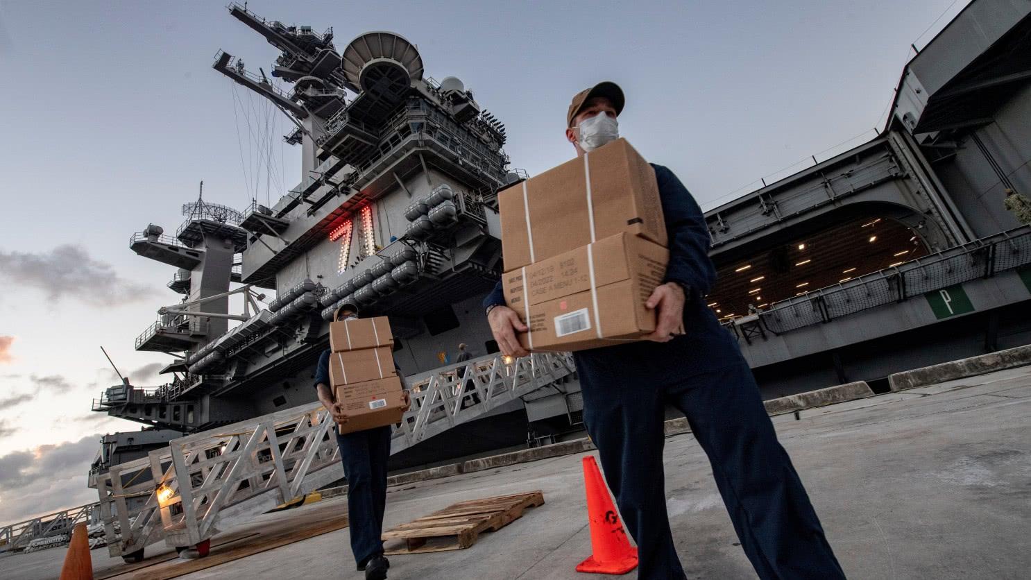 美军航母水兵伙食有多好?蔬菜生鲜食品全有,比陆军吃的要好