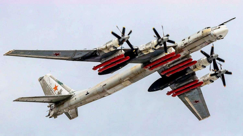 新型轰炸机成功首飞,能装40吨弹药直飞北美,美国要求限制产量