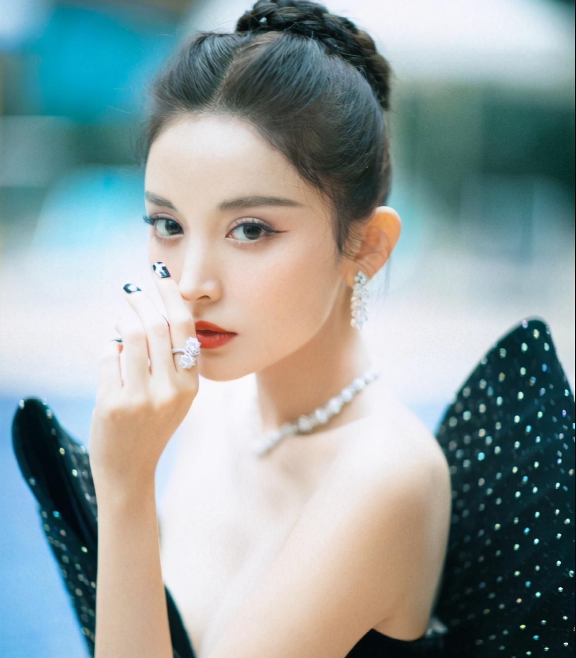 亚太最帅最美面孔:肖战蝉联冠军,蔡徐坤进前三,赵丽颖仅排第六