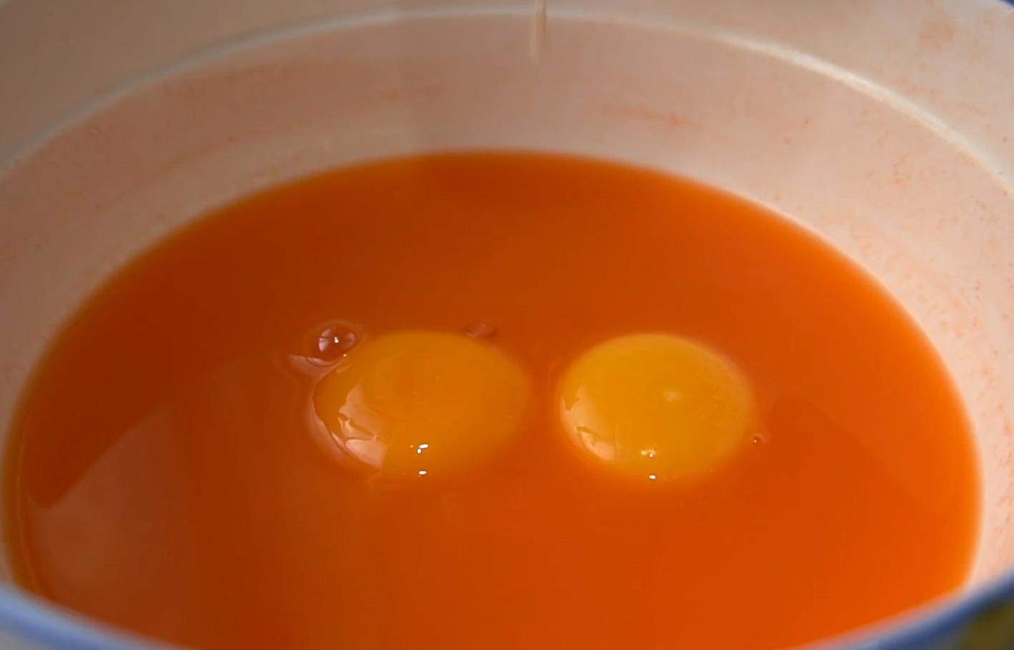 教你做蔬菜雙色水蒸蛋,口感滑嫩,營養豐富,老人孩子都愛吃
