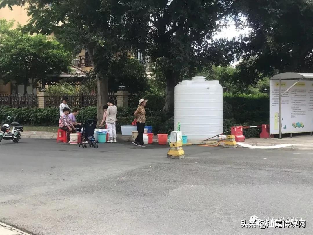 海豐大片區域停水引全城關注,群眾舉家排隊接水