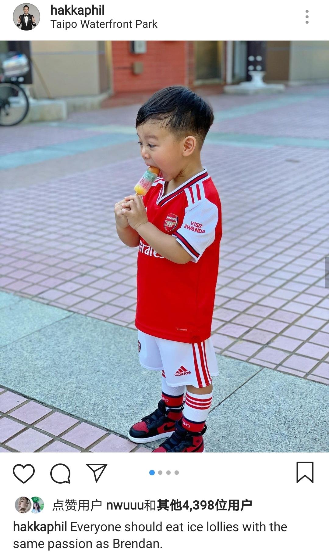 胡杏兒老公週末帶兒子放風,奕霆吃雪糕神態喜感,父子同框超有愛