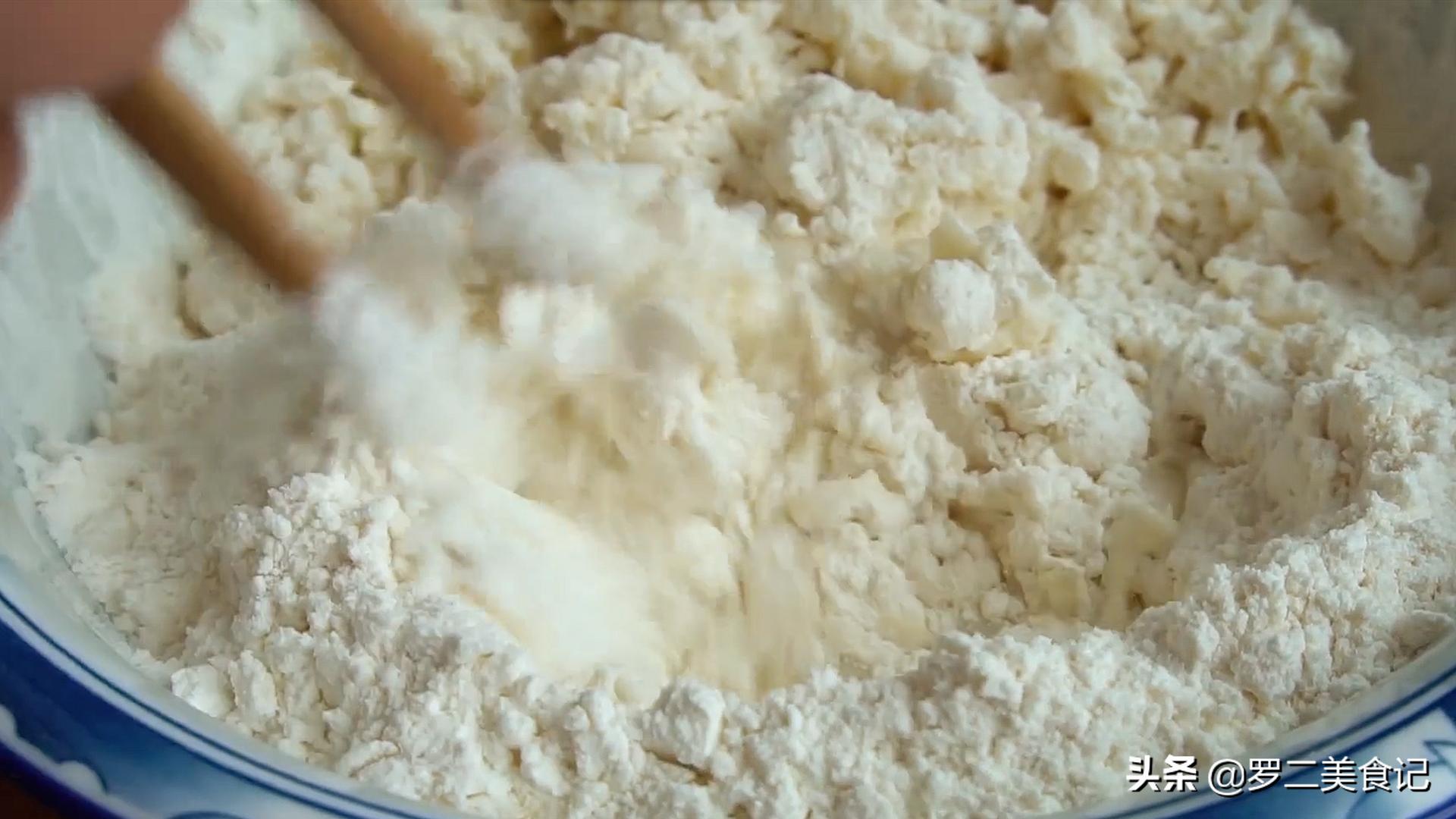 烙饼时,直接烙是大错特错,多加这2步,饼柔软又起层,5分钟出锅 美食做法 第5张