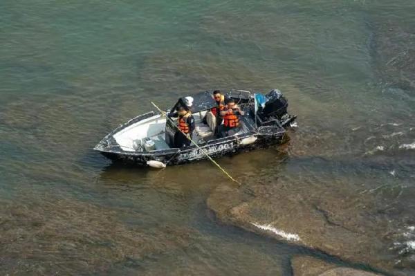 """长江底下的""""莲花石""""在今年再度出水,有史可查的仅出现18次"""