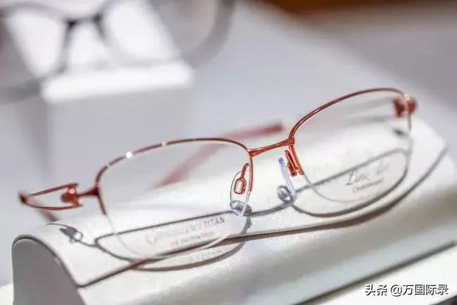 眼镜怎么擦都模糊?那是你方法不对,注意这2点眼镜立马干净明亮 家务卫生 第2张