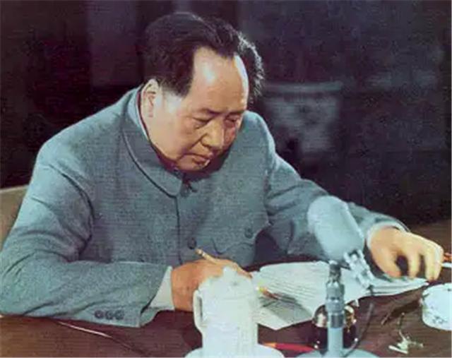 毛主席怎样送密信?令徐向前带领红四军北上