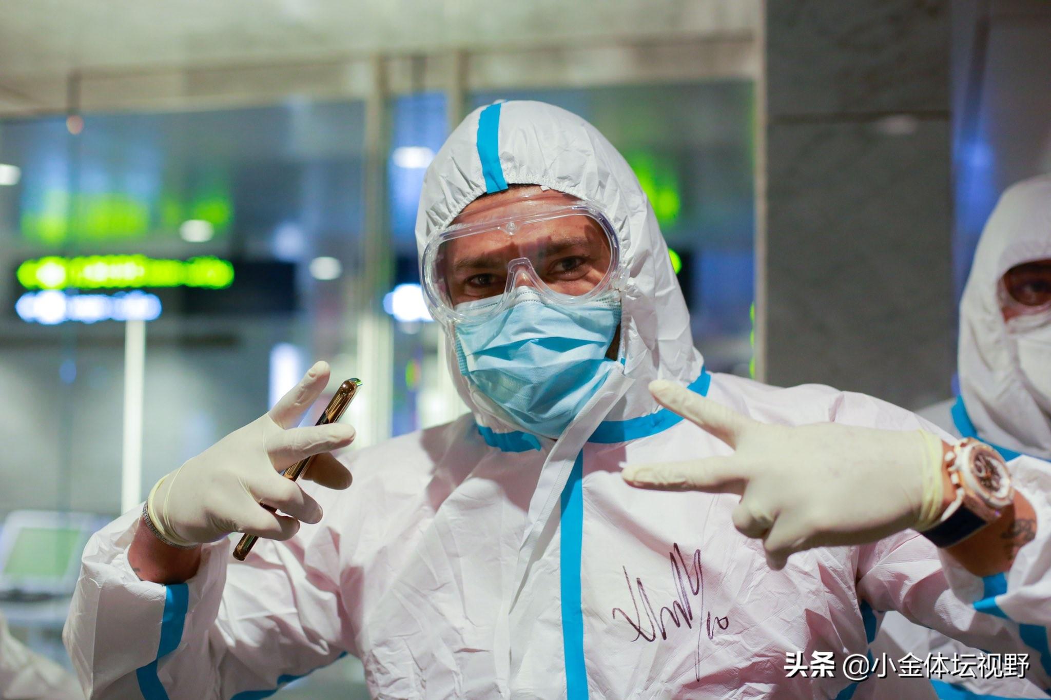 上港申花抵达多哈,申花外援发推称像拍电影,国外网友送祝福