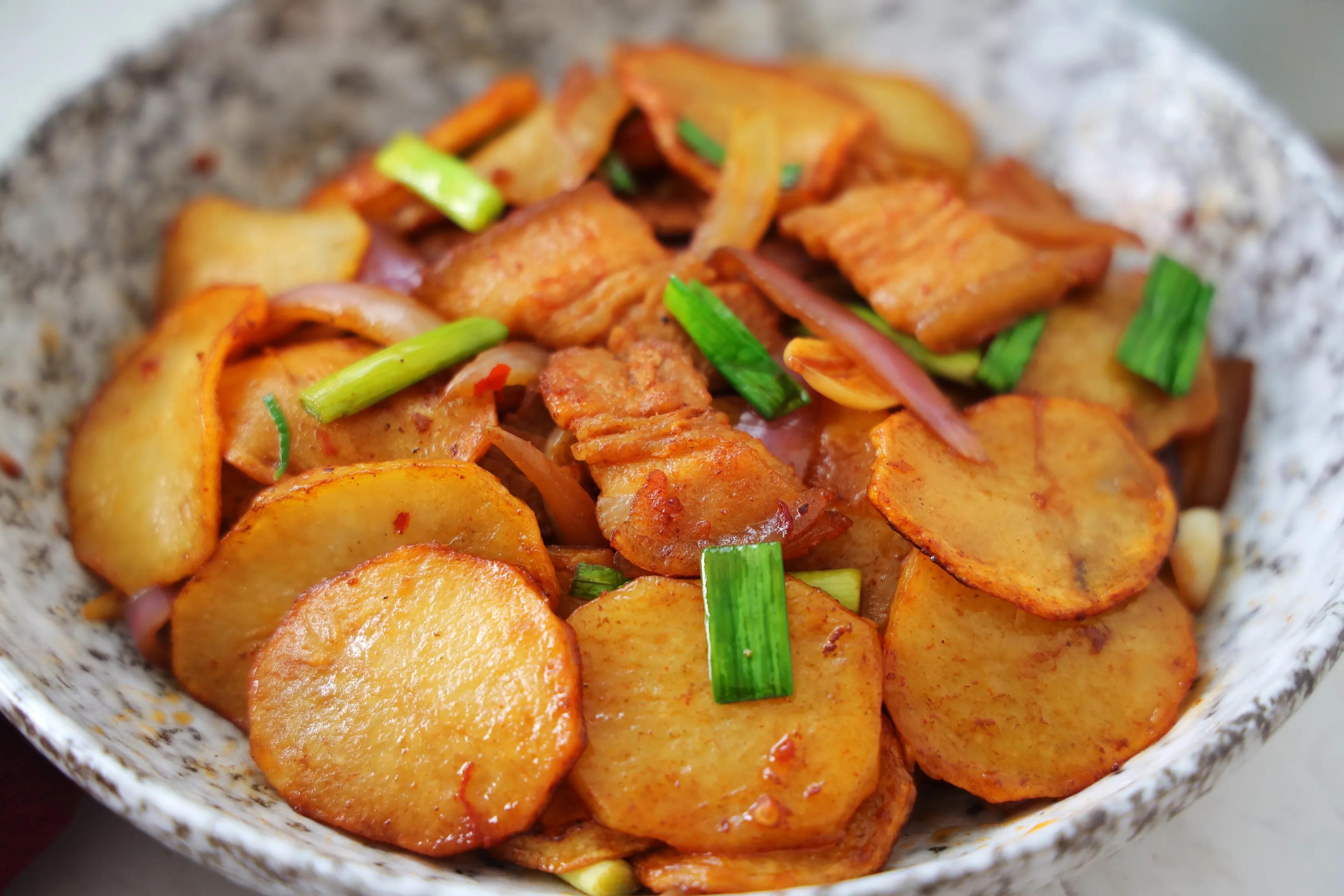 土豆这样吃太美味,鲜香下饭,比干锅土豆还过瘾,颜值高更有食欲 美食做法 第1张