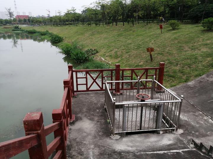 初游那考河湿地公园,发现一个可控制的人工水坝