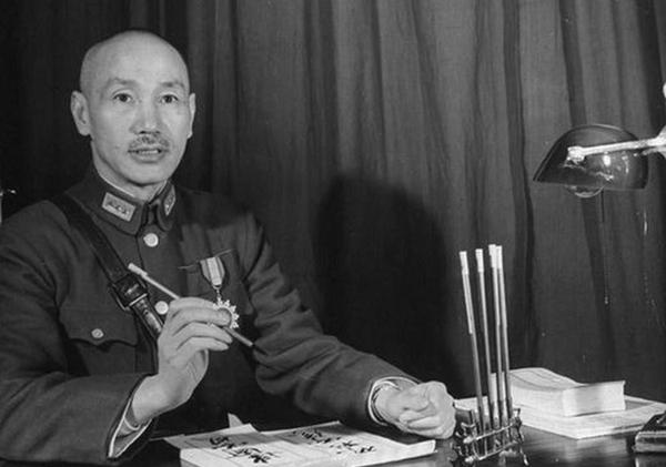 """读书笔记:为什么蒋介石一再强调""""攘外必先安内""""?"""