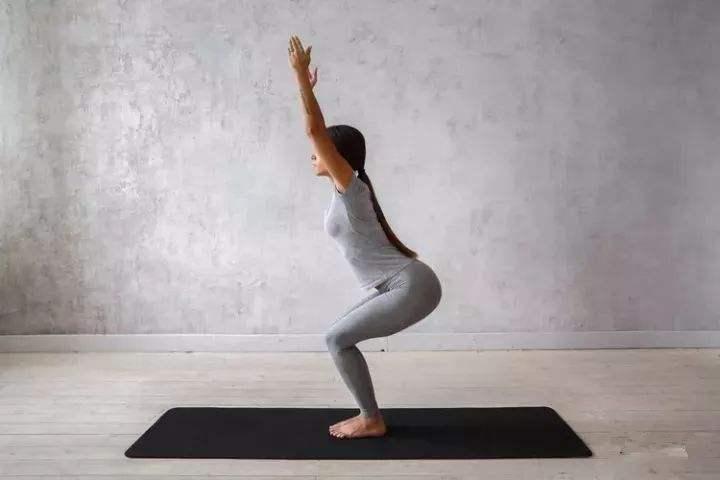 """瑜伽初学者身段""""生硬""""?8个瑜伽措施,帮你改善生硬的身段"""