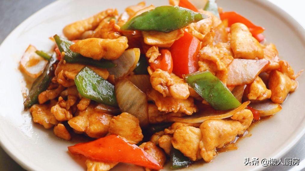 想要雞胸肉不柴,切的時候拍打幾下,調一碗料汁,減肥的人也愛吃