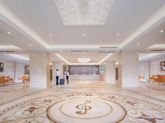 中秋国庆来踏浪!维也纳酒店珠海斗门大信新都汇店开业