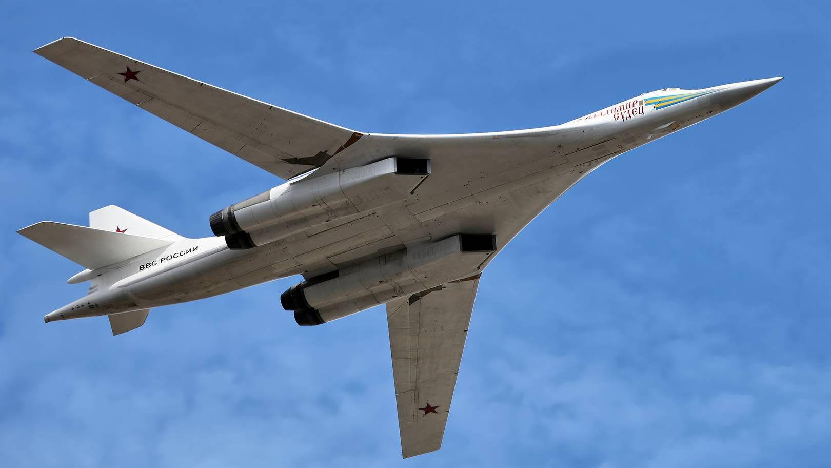 全球最大的战略轰炸机图-160到底多强?在世界上处于什么位置?