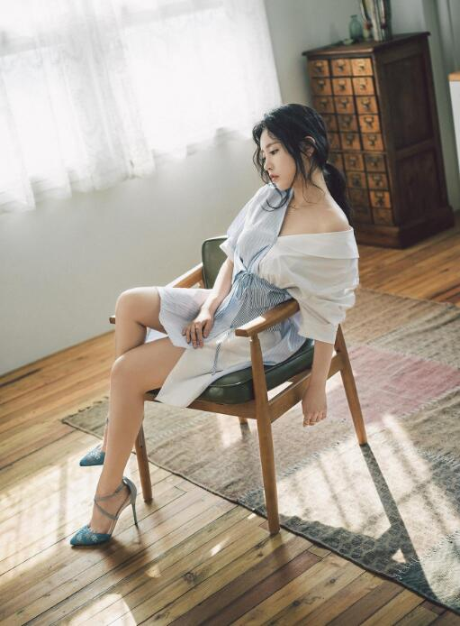 "T-ara朴昭妍""人偶美貌""吸睛 女团风穿搭也显得清新脱俗"