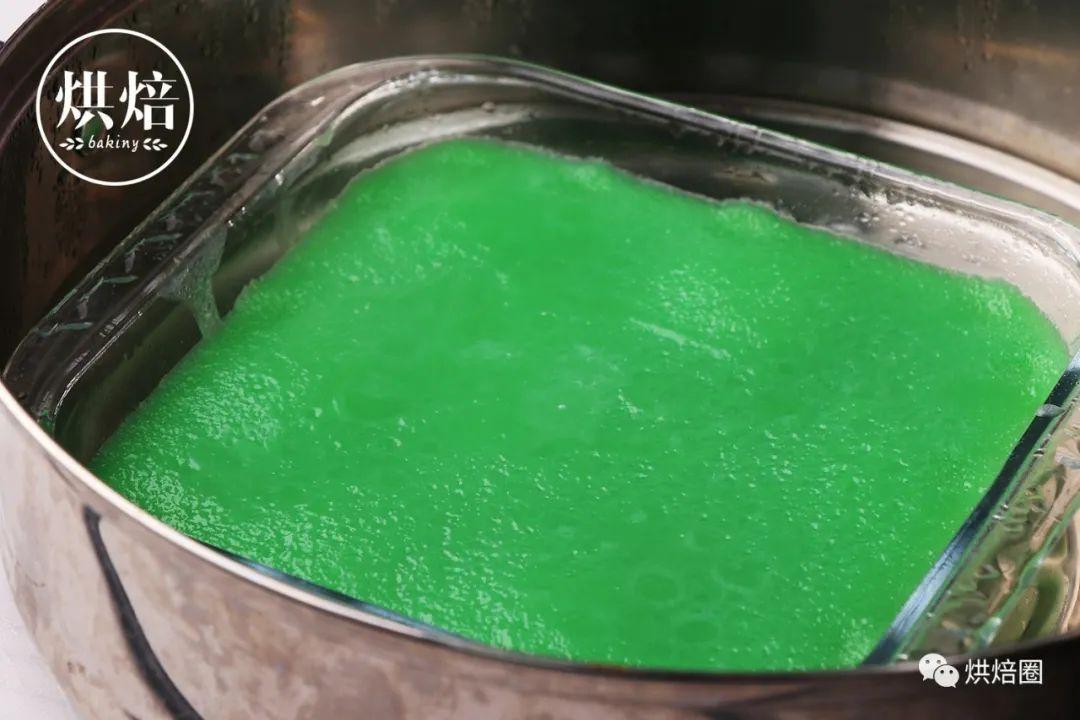 這綠綠的木薯千層糕好清新在東南亞很出名吃起來又糯又潤