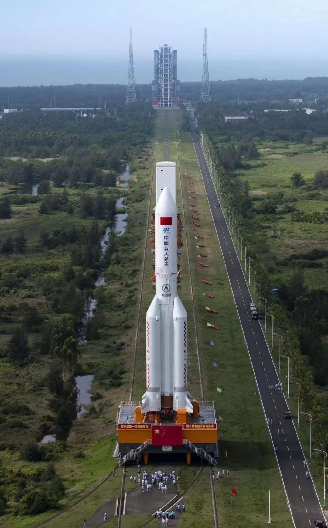 """搭载空间站""""天和""""核心舱,长征五号 B 遥二运载火箭发射升空"""