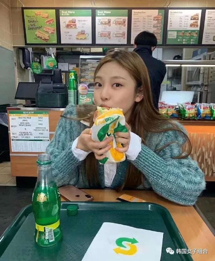 SM新女团成员宁艺卓新出的旧照,韩网友:好像韩国孩子