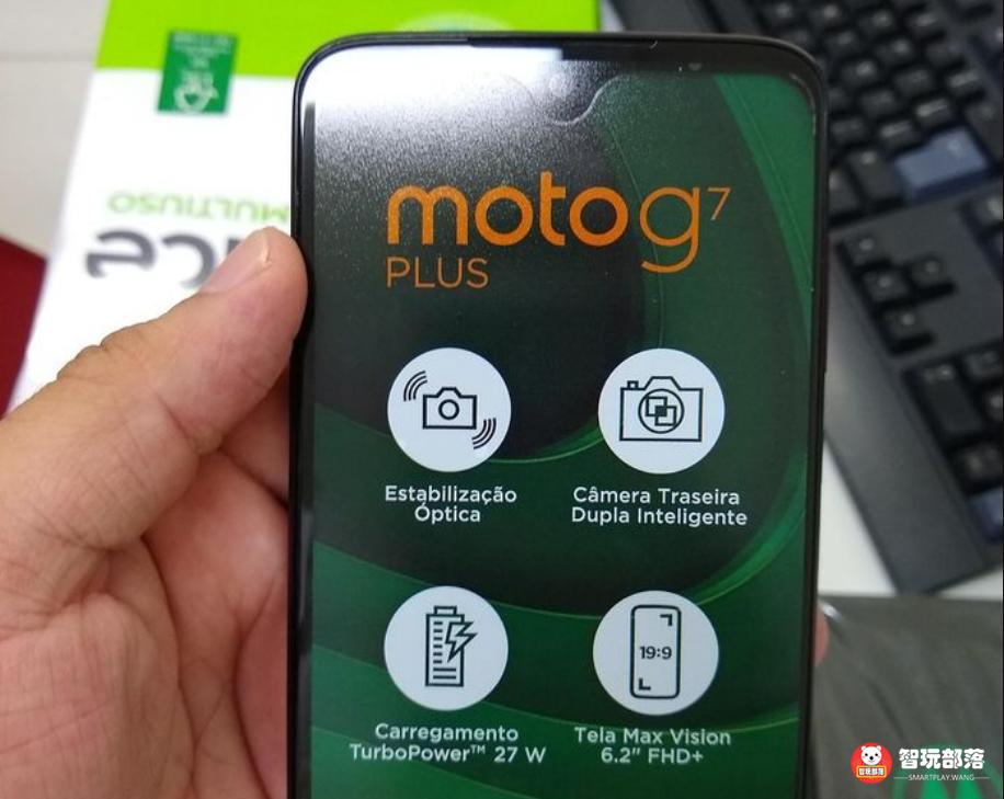 摩托罗拉手机G7 Plus拆箱真机图曝出:6.24英寸水滴屏 装萌风双摄像头摄像镜头