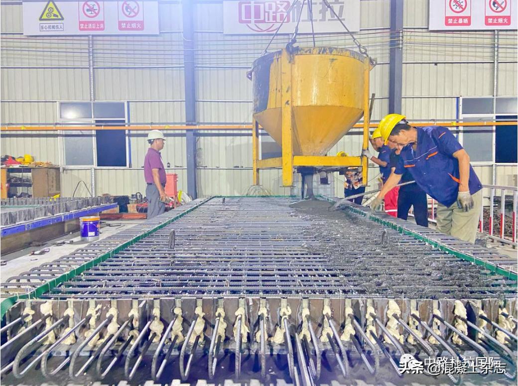 广州鹤洞大桥(东西引桥)大中修工程UHPC桥面板首件浇筑完成