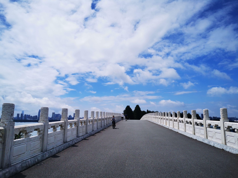 """武汉上空飘满""""棉花糖"""" 城市摄影队"""