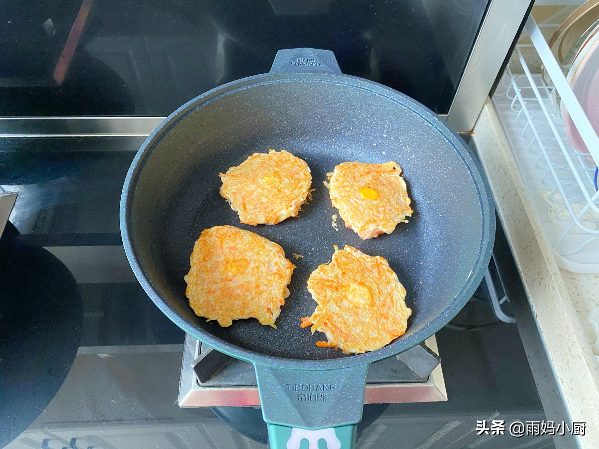 10分鐘快手窩蛋餅,金黃誘人又美味,用來當早餐營養加倍